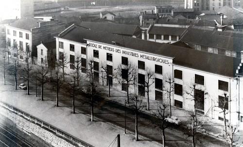 Elévation principale de l'École de métiers entre 1949 et 1959