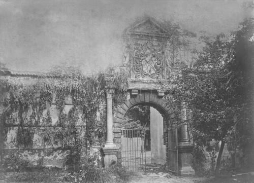 Le portail en 1885, photographie de Morel de Voleine