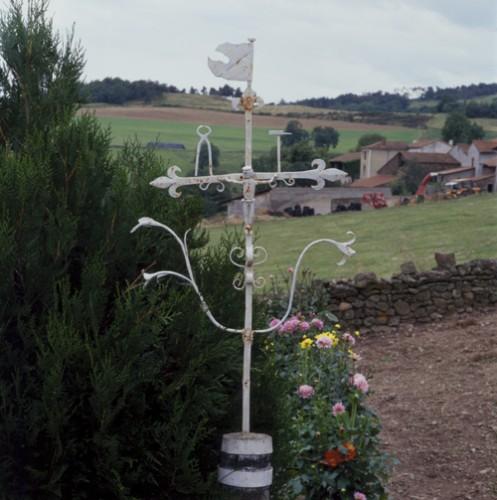 Pralong (Loire). Croix de Lard, vue d'ensemble.