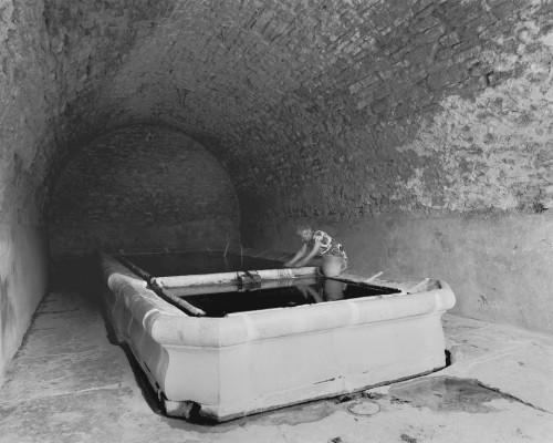 Taulignan. Le lavoir de la rue des Fontaines (encore ponctuellement utilisé, en 2000).