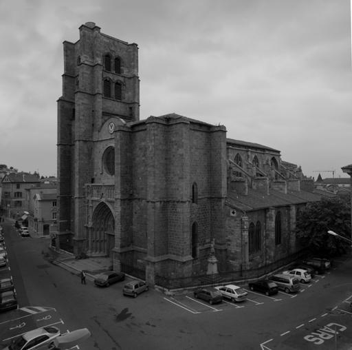 Montbrison (Loire). Vue générale de la collégiale, puis église paroissiale Notre-Dame, depuis le sud-ouest