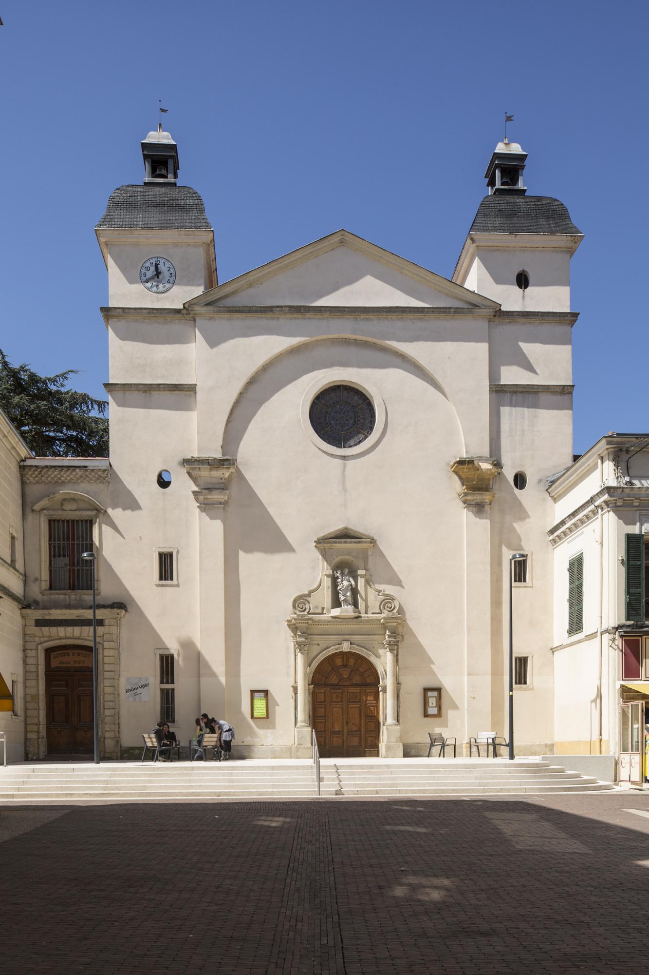 Fig. 7.  <em>Façade de l'église du collège de Roanne</em>. Photo P. Lemaître