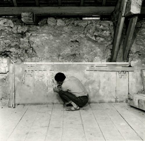 Paul Cherblanc procède au relevé des peintures