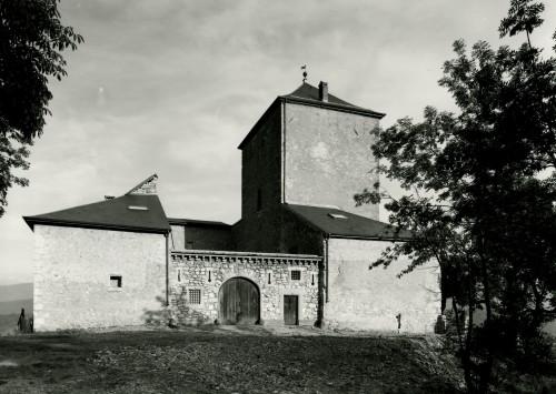 Cruet, château de la Rive : élévation ouest, avec le mur du XXe siècle