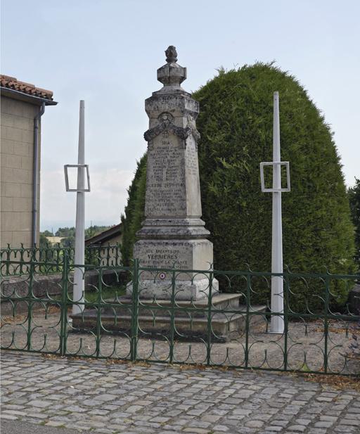 Fig. 2. Le monument aux morts de Verrières-en-Forez. Photo Thierry Leroy © Région Rhône-Alpes, Inventaire général du patrimoine culturel, ADAGP, 2014
