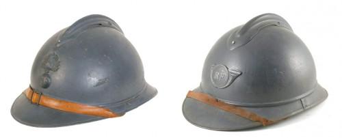 Casques Adrian, 1915. A gauche : casque de l'infanterie ; à droite : casque des chasseurs à pieds