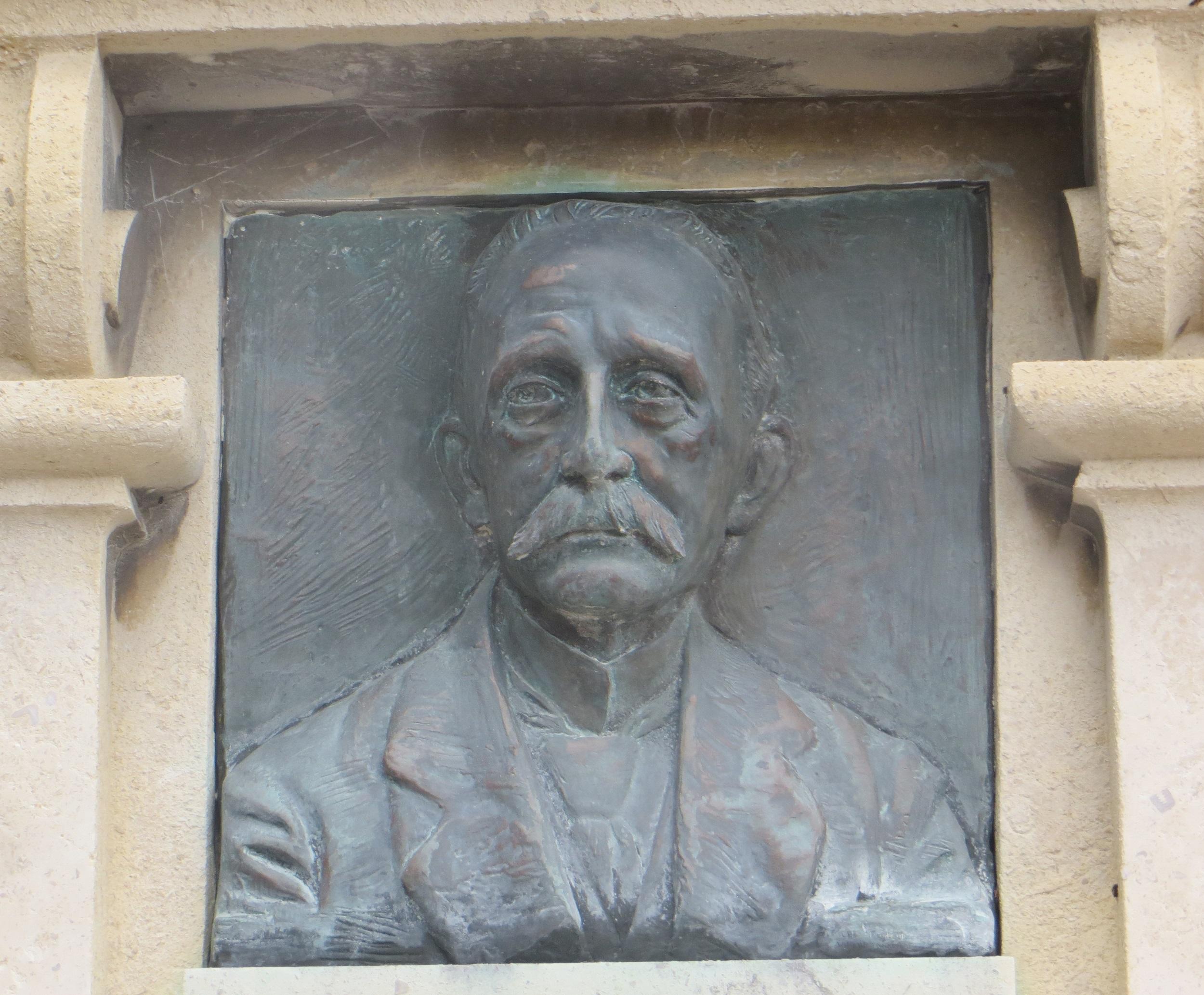 Détail du portrait en bronze. Phot. Véronique Belle © Région Auvergne-Rhône-Alpes, I.G.P.C., 2020