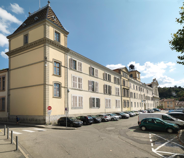 Façade principale du collège Ponsard